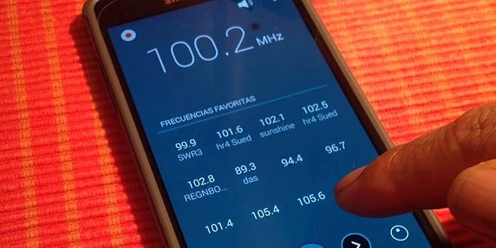 Come installare e ascoltare la radio su telefoni Samsung Galaxy S6, S7, S8, S9 e S10 2