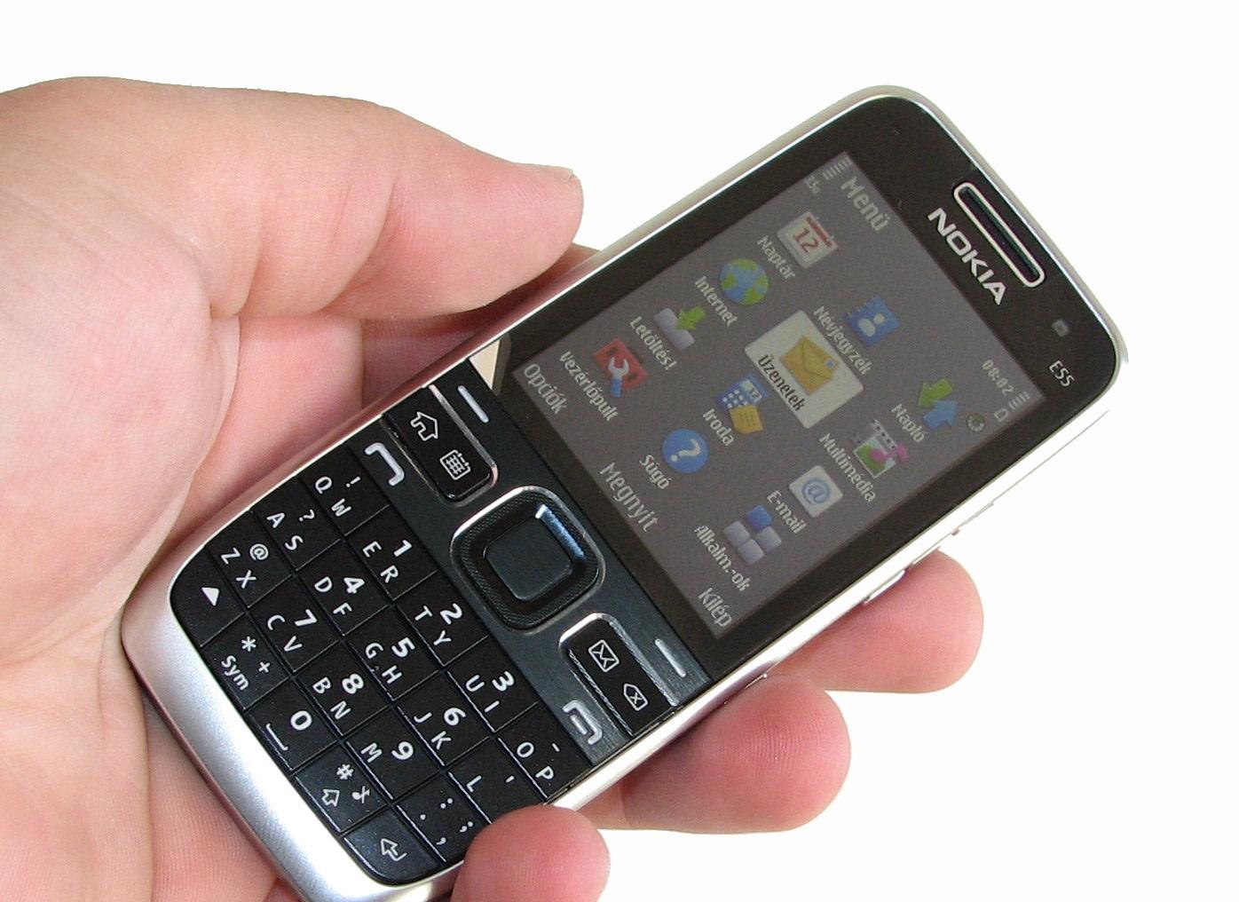 Scarica WhatsApp gratuitamente per Nokia E51, E52, E55, E66, modalità E73 ed E90 3