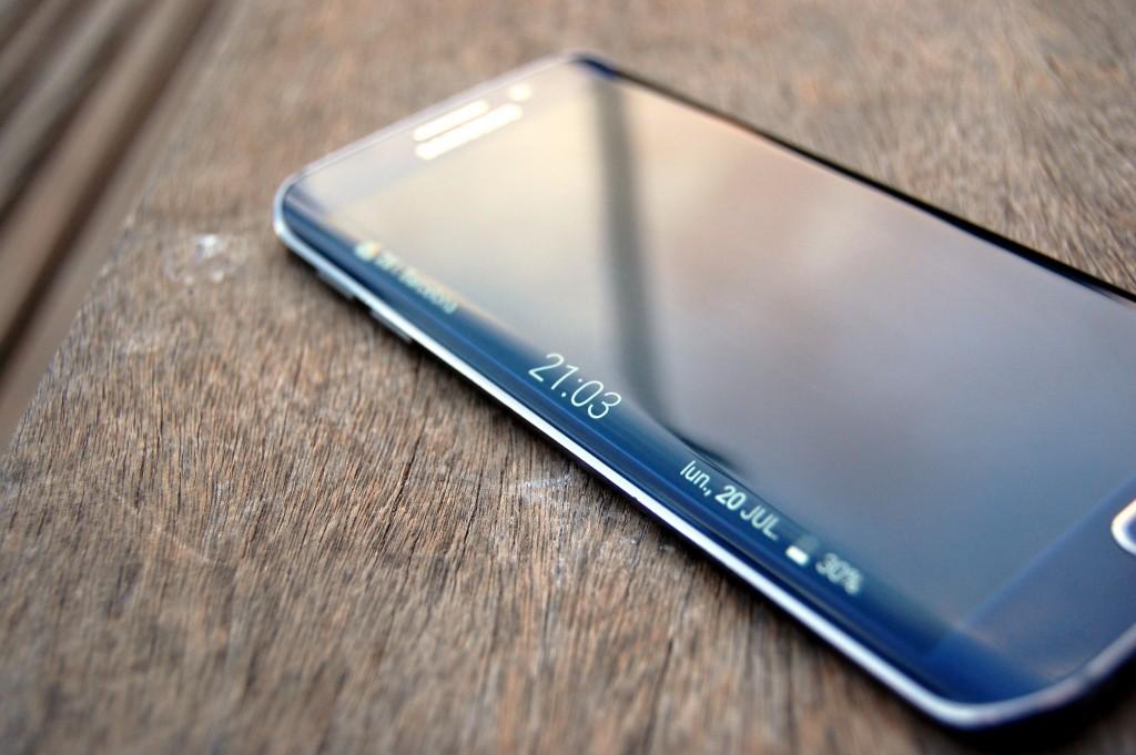 Inserisci Music Player sul pannello laterale Samsung Edge 1
