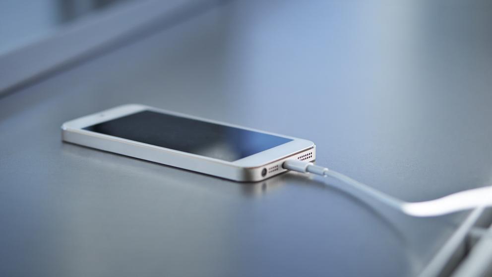 Come caricare il cellulare evitando danni alla batteria? 1