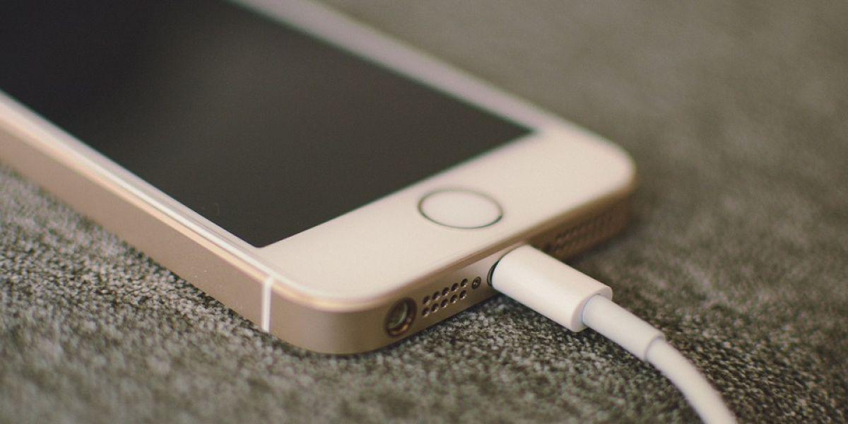 Come caricare il cellulare evitando danni alla batteria? 2