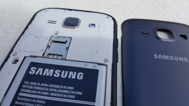 Come inserire una scheda di memoria nel Samsung J1 2
