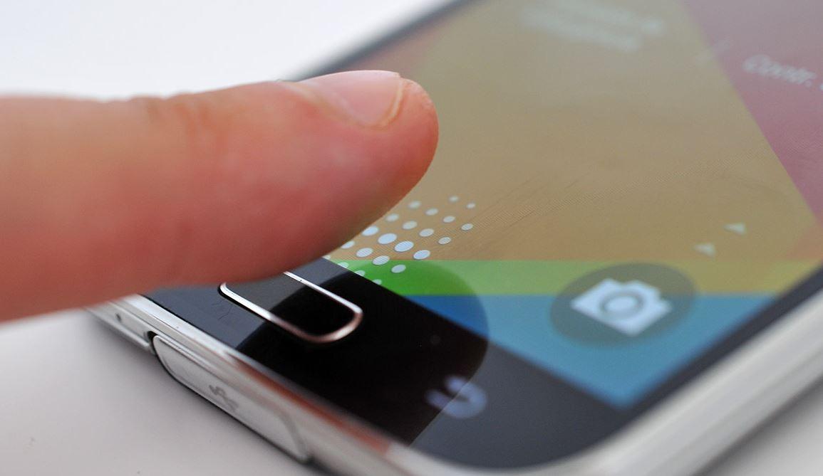 Spegni lo schermo Android utilizzando il lettore di impronte digitali 1