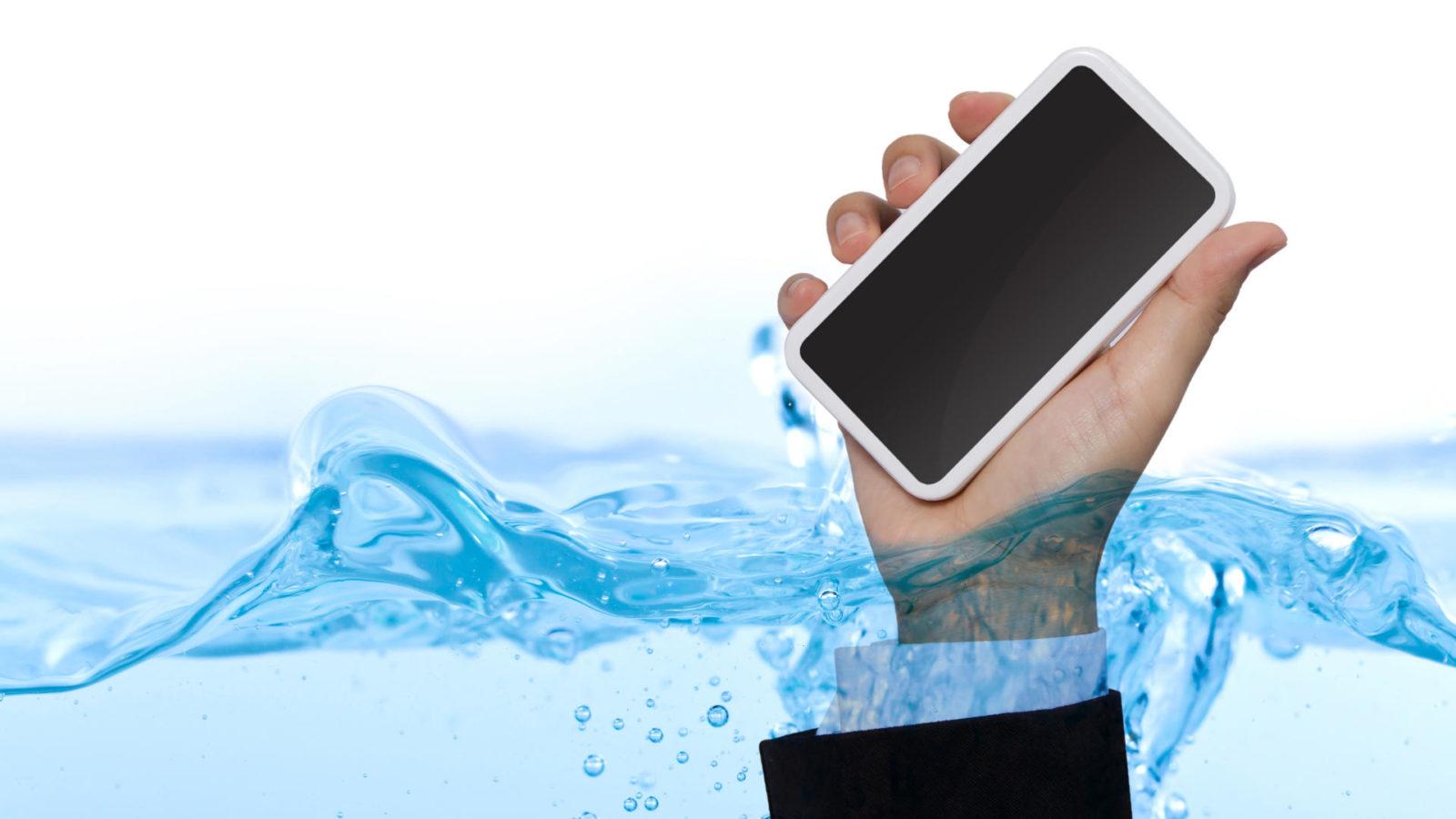 Se il mio telefono cade in acqua, è garantito? 1