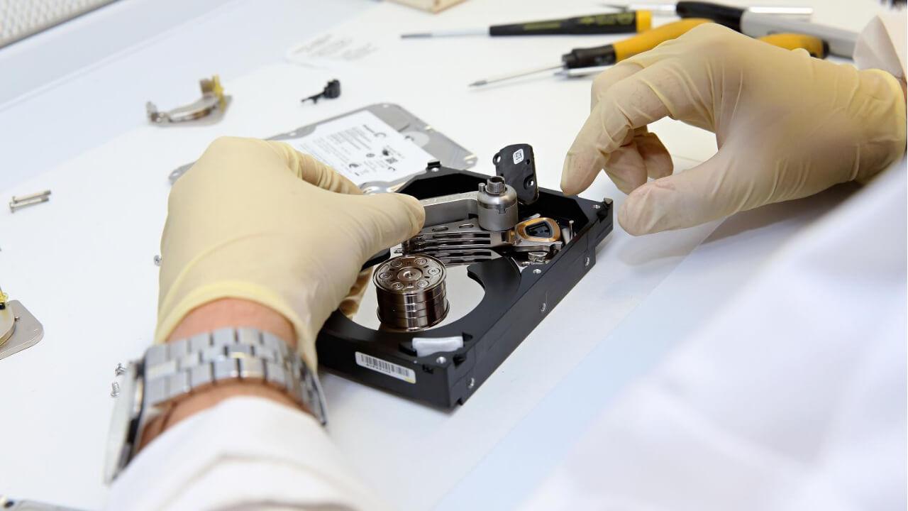 Se un disco rigido è danneggiato, è possibile recuperare le informazioni 1