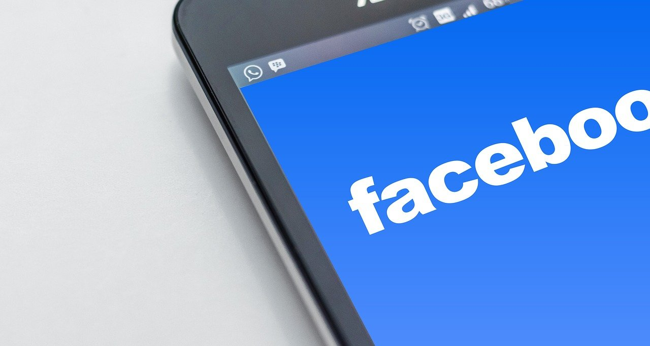Trucchi per Facebook Essential 1