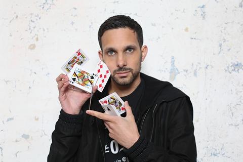 Scarica video di trucchi magici. Diventa un vero mago 1